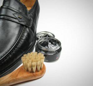 engraxando-sapato